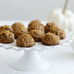 (gluten-free, paleo, vegan) Pumpkin spice coconut macaroons are the perfect fall/autumn sweet treat.