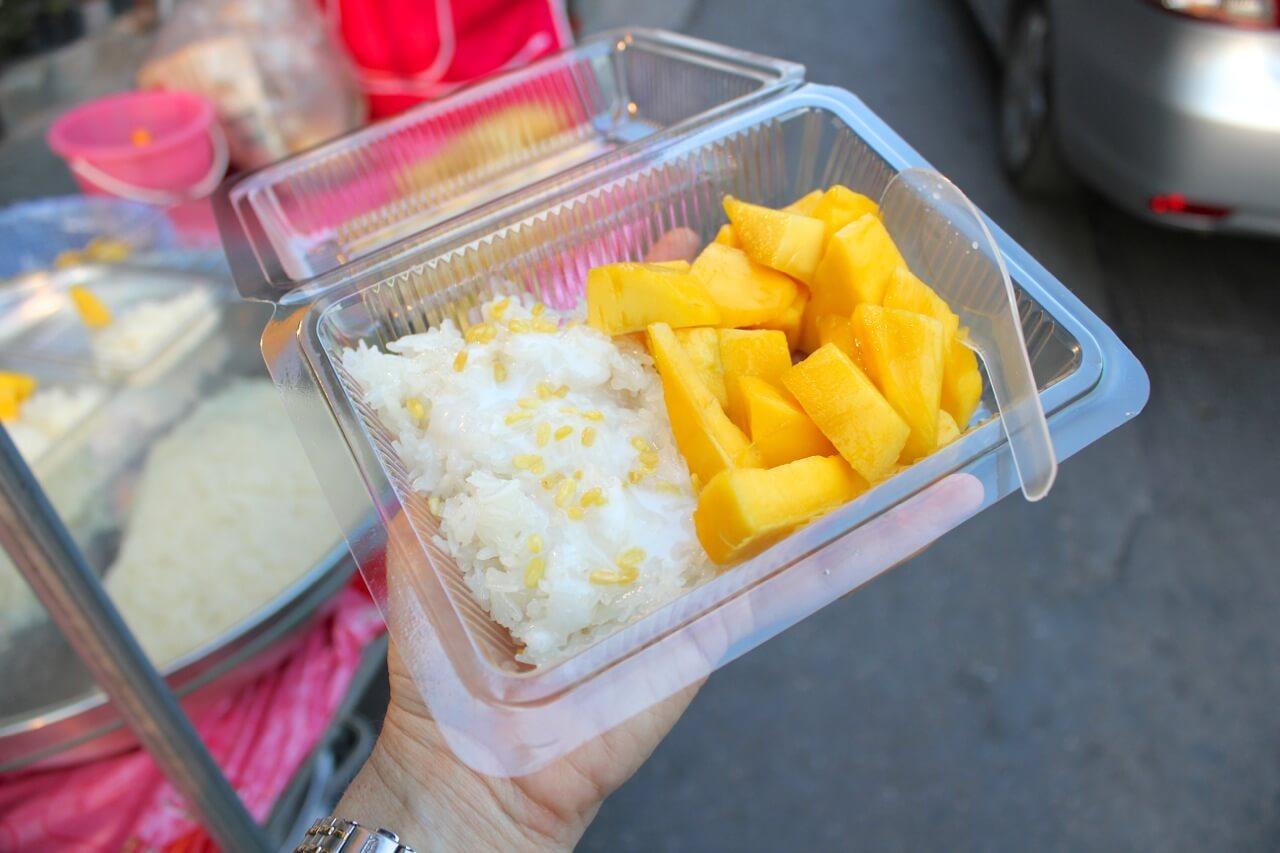 Afbeeldingsresultaat voor mango sticky rice street food