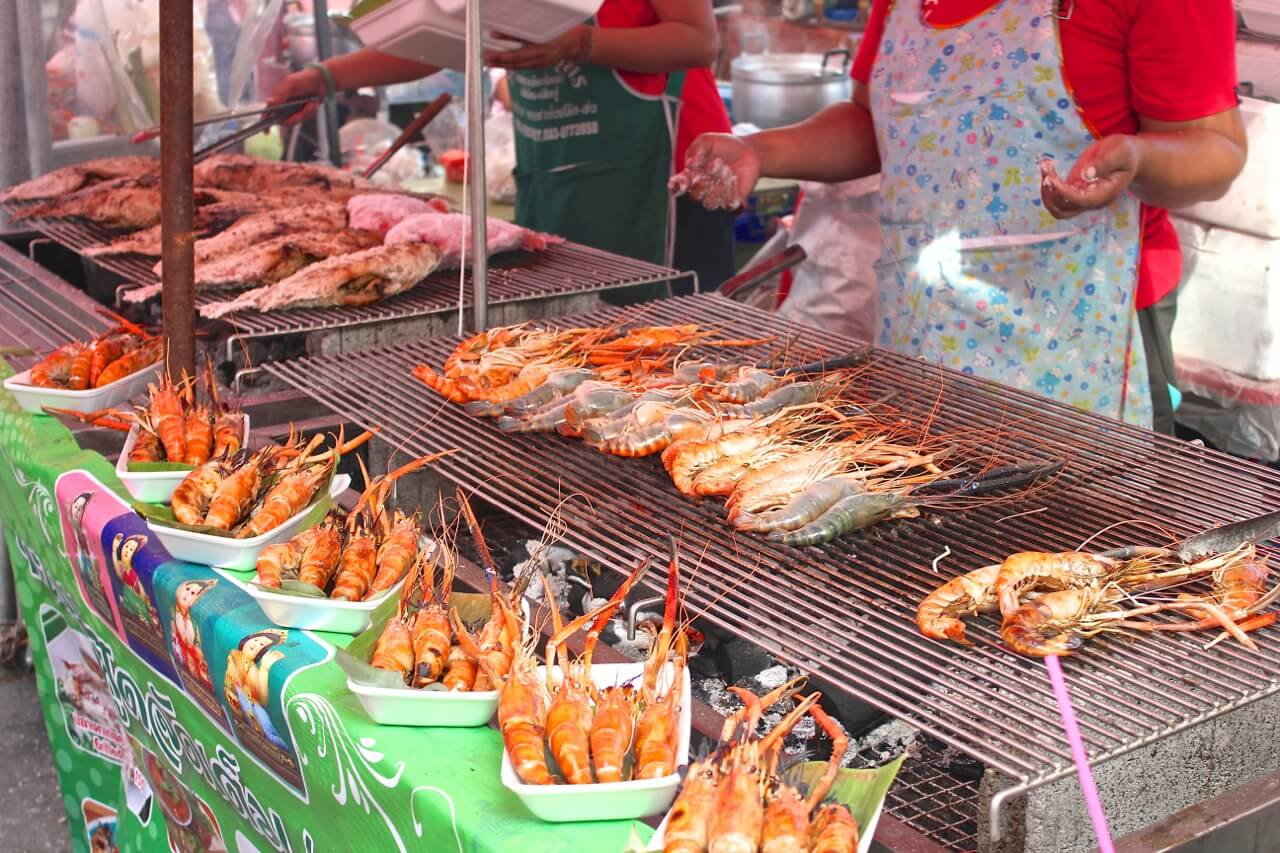 7 tips to eat street food safely in thailand thailand street food prawns forumfinder Choice Image