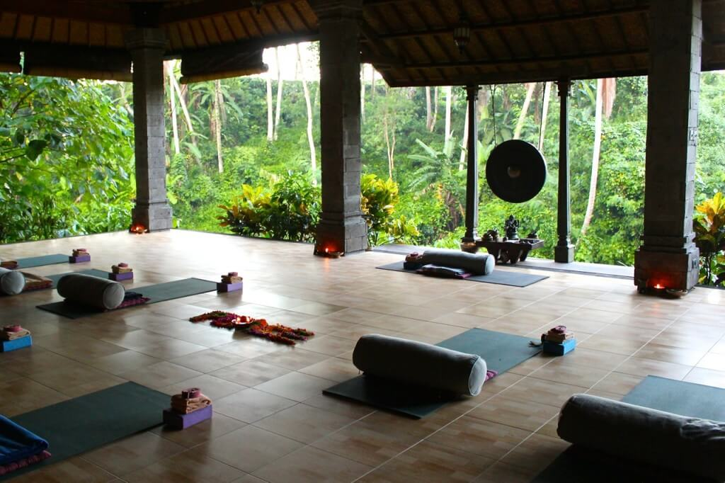 bali wellness retreat - yoga