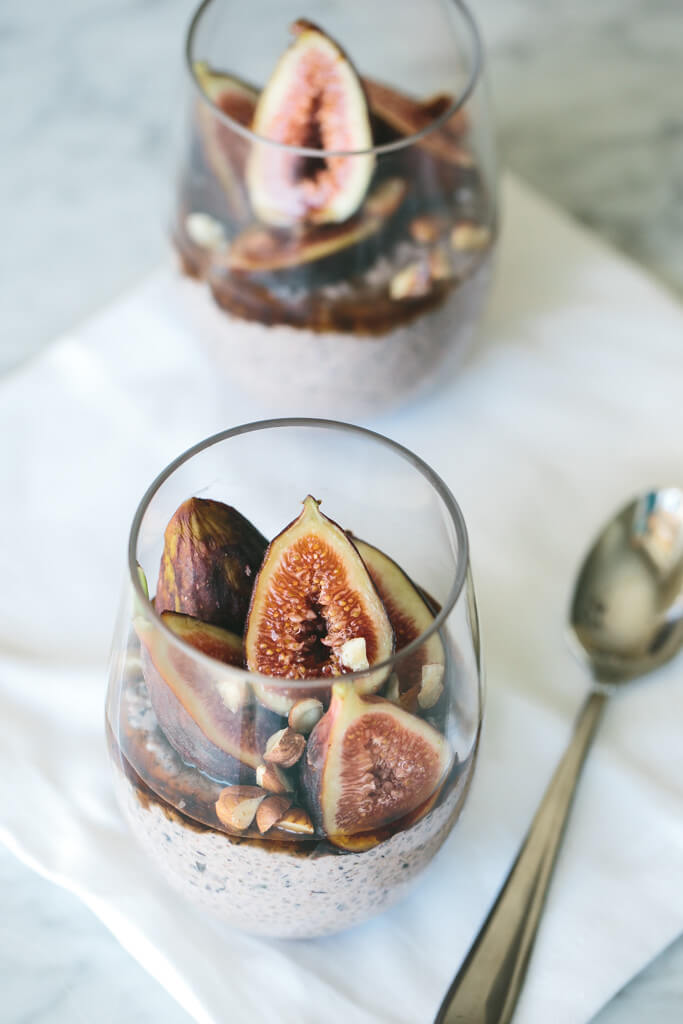 blueberry chia pudding with figs, hazlenuts and maple syrup