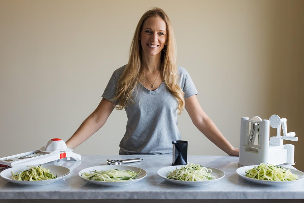 How to make and cook zucchini noodles (all the best methods). Perfect for a gluten-free, paleo, vegetarian and vegan lifestyles.