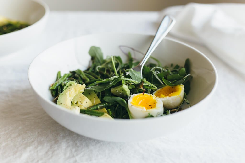Arugula, asparagus and avocado breakfast salad. A delicious and ...
