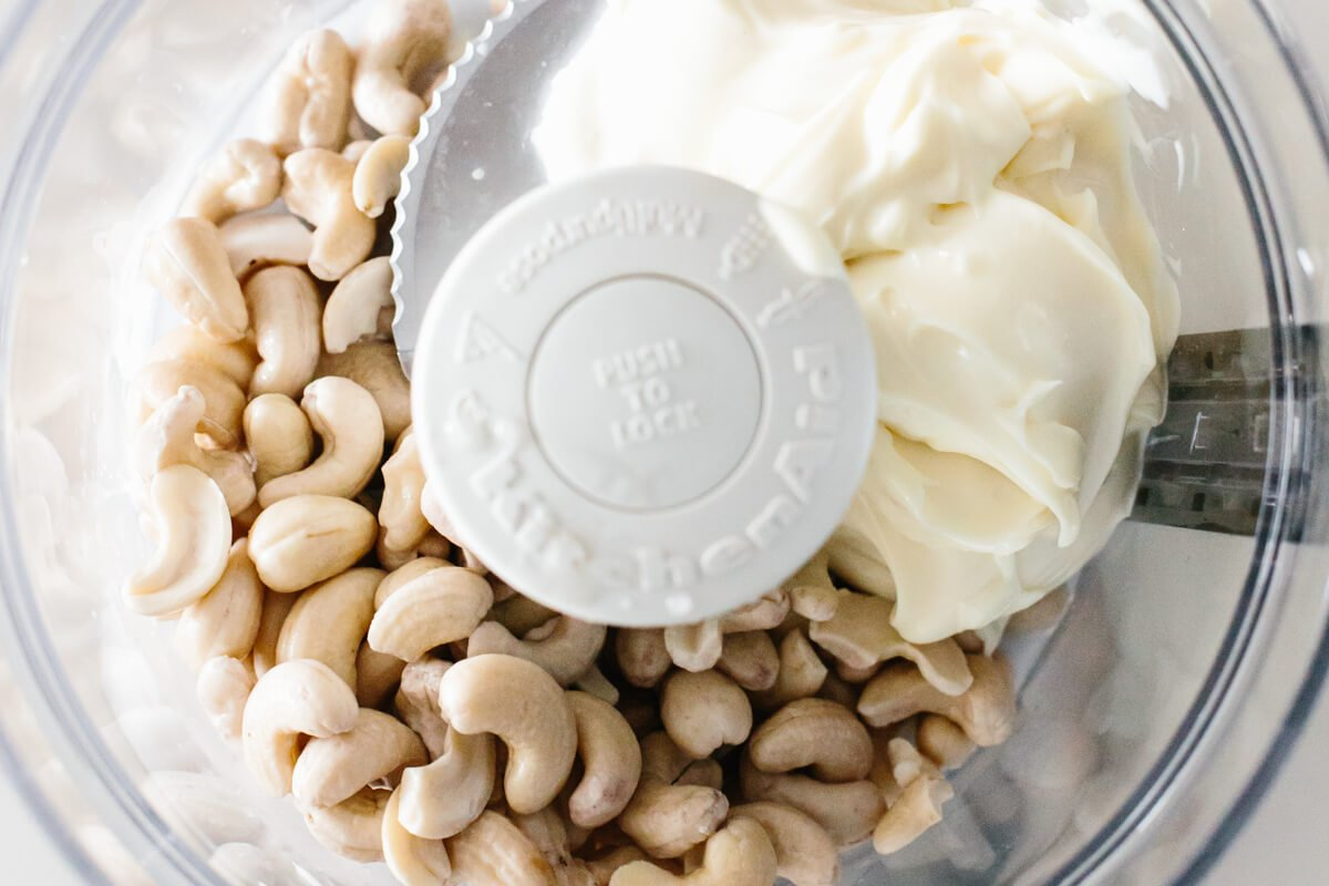 Soaked cashews and mayonnaise in a food processor.