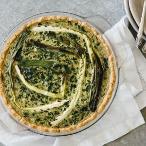(gluten-free, paleo) Spinach artichoke quiche with grilled spring onions. The perfect healthy breakfast quiche!