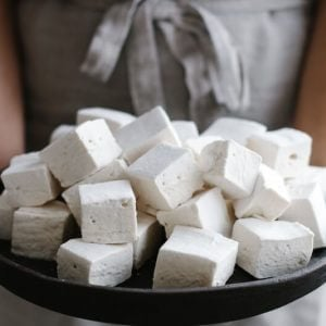 These healthy, paleo-friendly homemade marshmallows use honey or maple syrup instead of corn syrup and high-quality gelatin.