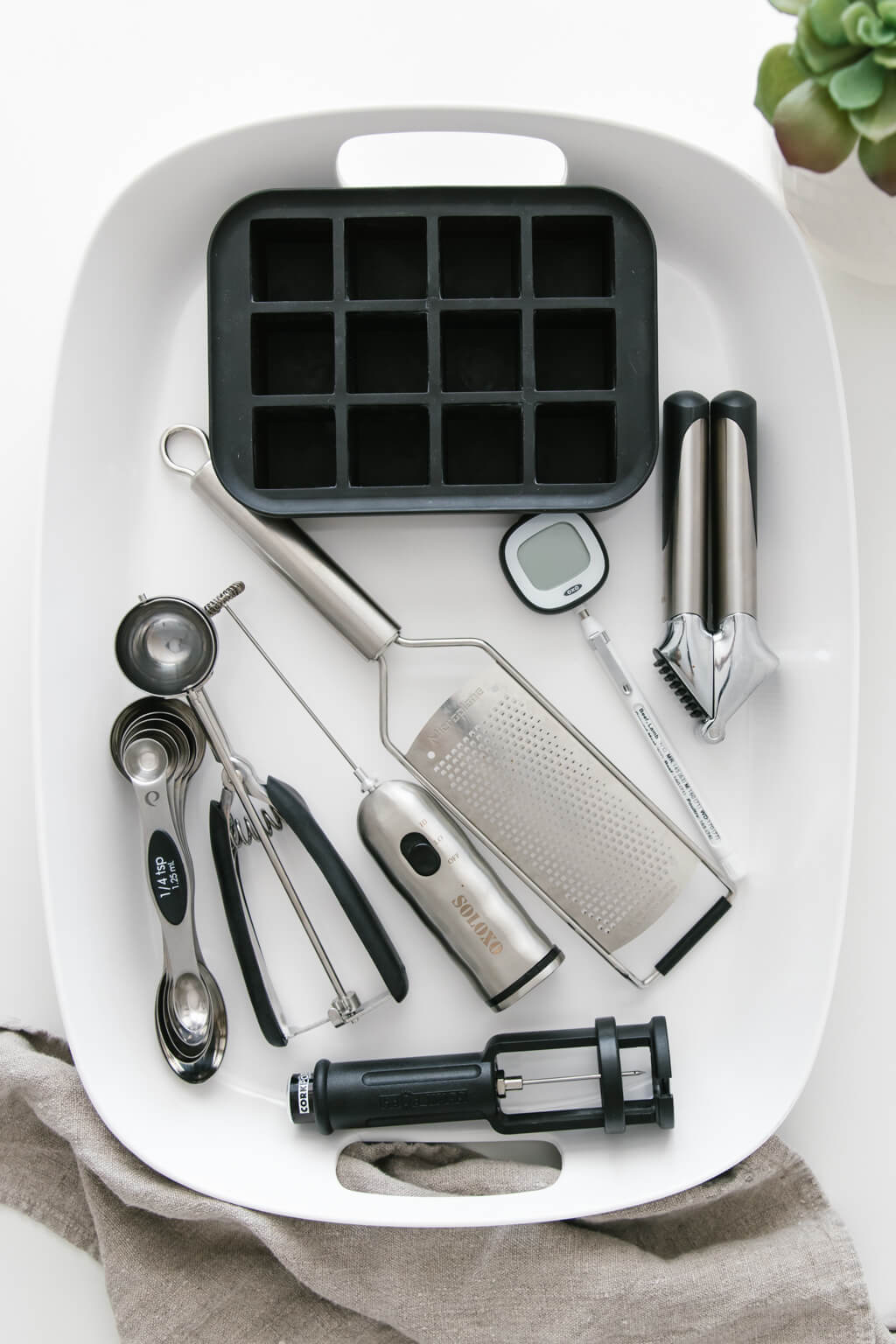 8 Useful Kitchen Gadgets For A Minimal Kitchen