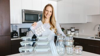 The best meal prep containers are durable and reusable, can be used in both cold storage and warmed up and are non-toxic. That means no plastic. So my favorite meal prep containers are all made from glass and silicone.