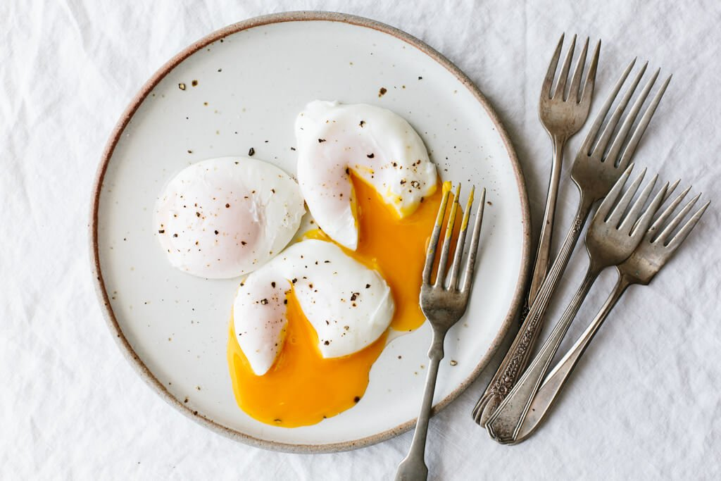 Poached Eggs How To Poach An Egg Perfectly Downshiftology
