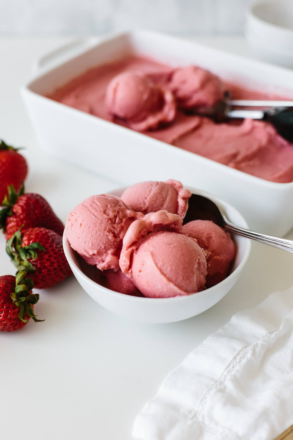 This strawberry frozen yogurt recipe is beyond easy. It takes just three ingredients and 30 seconds! It's delicious, fruity and the perfect healthy dessert recipe for hot days.