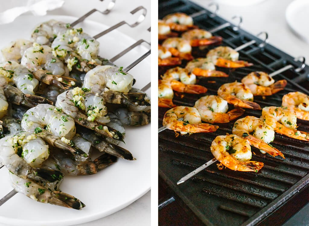 Raw shrimp on skewers, and then on a grill pan.